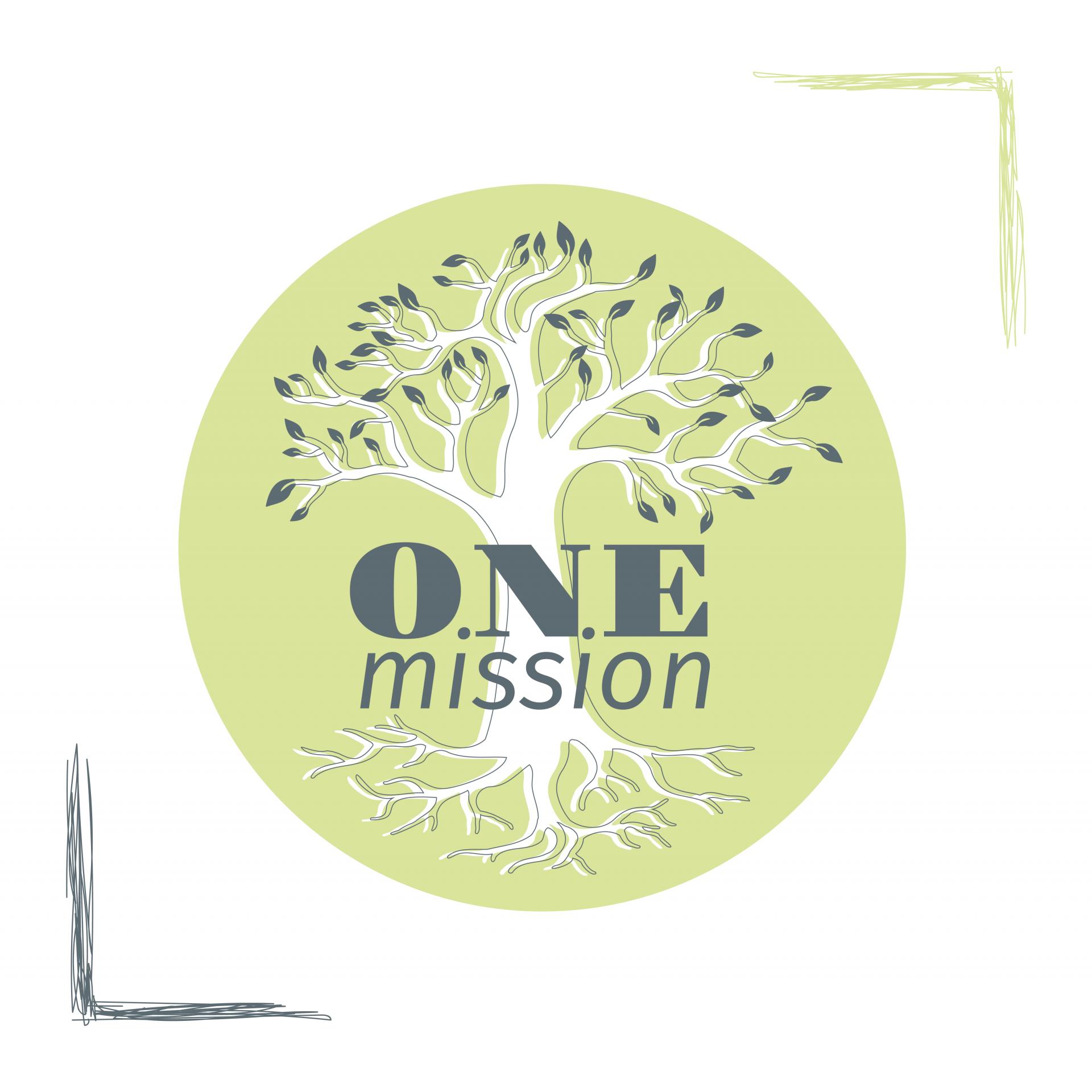 """grafikdesign. logo für one mission. rechts oben, links unten sind ecken-rahmen. mittig ist ein grüner kreis, indem ein weißer baum mit versetzter grau-grüner kontur & blättern sowie wurzeln. über dem baumstamm steht """"one mission"""" in zwei schriftarten, in grau-grün"""